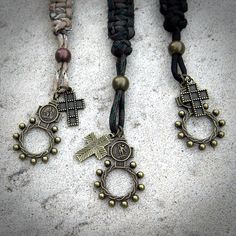 Paracord Lanyards with a Rosary Ring attached. Makes a nice gift for a soldier or outdoorsman. Paracord Rosary, Camo Party, Diy Jewelry, Jewelry Making, Paracord Projects, Rosary Catholic, Christian Inspiration, Best Gifts, Bling