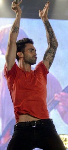 Adam Levine - I'm not sure what's happening here... But I like it ;)