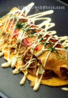 """Japanese food / オムソバ (Omusoba) """"omelet"""" with stir fried noodles and vegetables"""