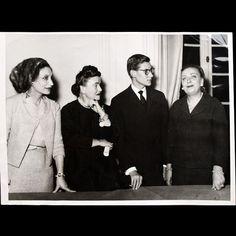 Yves Saint-Laurent, successeur de Christian Dior entouré de Raymonde Zehnacker, Marguerite Carré et Mitzah Bricard (1958)