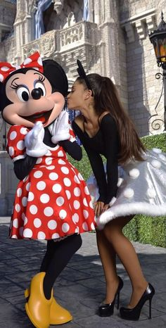 Image about disney in Ariana Grande. Ariana Grande Fotos, Ariana Grande Linda, Ariana Grande Disney, Ariana Grande Photoshoot, Ariana Grande Outfits, Ariana Grande Pictures, Disney Christmas Parade, Bilal Hassani, Ariana Grande Wallpaper