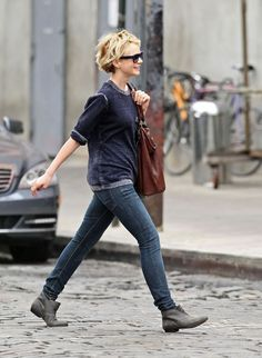 Carey Mulligan- short hair, sunglasses, mid-length sweater, jeans, low boots