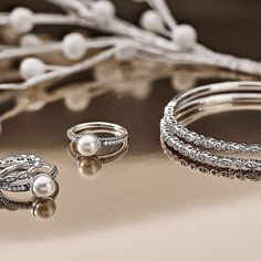Go pearly vintage for an on-trend holiday party look. #PANDORA #PANDORAring #PANDORAbracelet