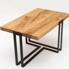 Lekka, oryginalna forma podstawy stołu TULUZA idealnie łączy się z solidnym dębowym blatem. Rustykalne drewno, połączone z metalem to klasyczny przykład designu w stylu industrialnym. Mebel sprawdzi się zarówno w klasycznych, jak i nowoczesnych wnętrzach. Polecany szczególnie do pomieszczeń o surowym, minimalistycznym wystroju. Metal Furniture, Furniture Design, Furniture Makeover, Table, Home Decor, Metal Cafe Chairs, Plastering, Woodworking, Wood