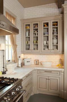 Houston Traditional Kitchen Design Ideas, Pictures, Remodel and Decor Oak Kitchen Cabinets, Kitchen Redo, Kitchen Flooring, Kitchen Remodel, Kitchen Paint, Kitchen Ideas, Kitchen Display, Grey Cabinets, Kitchen Designs