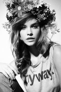 Flower crown + print tee.