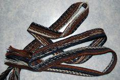 MODERNE MUSTER – Brettchenweben – Kunst und Handwerk Leather, Modern Patterns, Arts And Crafts, Linen Fabric, Threading