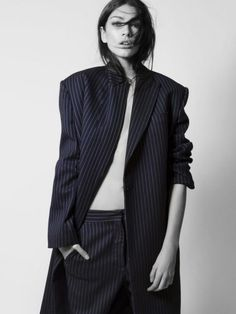The pinstripe suit / sharp silhouettes / stella striped Estilo Tomboy, Style Parisienne, Fashion Poses, Fashion Ideas, How To Pose, High Fashion, Womens Fashion, Minimalist Fashion, Editorial Fashion