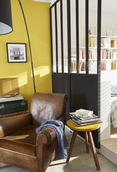 La verrière Castorama Axioma au look industriel pour séparer les espaces dans une pièce ouverte