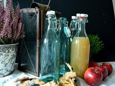 Glasflasche blau, Porzellandeckel blue glas, Vintage, Loppis christmas gift Landhausstil cottage style selbstgemachter Saft Xmas present von VintageLoppisStyle auf Etsy