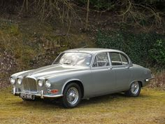 1966 Jaguar 420 Saloon Maintenance/restoration of old/vintage vehicles: the material for new cogs/casters/gears/pads could be cast polyamide which I (Cast polyamide) can produce. My contact: tatjana.alic@windowslive.com
