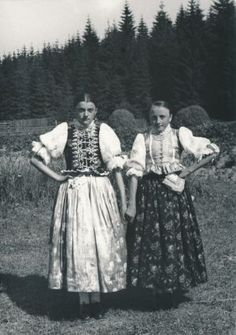 Hruštín, Slovakia Folk Costume, Costumes, Folk Art, All Things, Victorian, European Countries, Culture, Handkerchiefs, Czech Republic