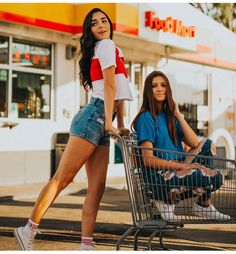 See Indiana and her BFF in brat chat episode 1 Photos Bff, Best Friend Photos, Best Friend Goals, Bff Poses, Best Friend Photography, Cute Friend Pictures, Poses For Pictures, Cute Friends, Best Friends Forever