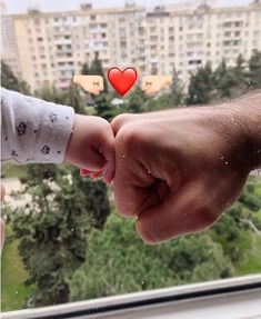 Cute Baby Couple, Cute Little Baby, Cute Baby Girl, Little Babies, Baby Love, Cute Baby Videos, Cute Baby Pictures, Dad Baby, Mom And Baby
