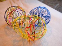 Embroidery Thread Easter Eggs--glue, but no water Diy Projects For Kids, Diy For Kids, Crafts For Kids, Art Projects, Easter Crafts, Fun Crafts, Arts And Crafts, Easter Ideas, Holiday Activities