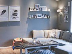 Hjemme hos familien Elholm hagen er det duse farger og en bestemt stil som går igjen i alle rom. Vil badet få samme uttrykket? Celine, Couch, Furniture, Home Decor, Settee, Decoration Home, Sofa, Room Decor, Home Furnishings