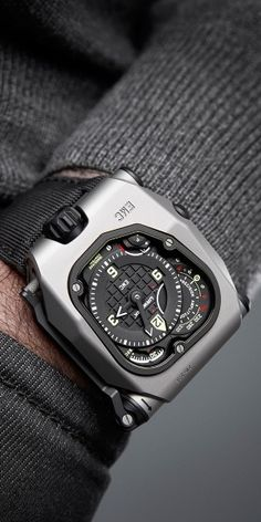 The EMC Time Hunter is a further step in URWERK's U-Research Division – the brand's 'experimental laboratory'. As a world first, the new EMC enables its wearer to both monitor its precision as worn on the wrist as well as the amplitude of the watch. Interactivity remains at the heart of the EMC concept. Accuracy can then be easily adjusted for each owner's lifestyle rather than the controlled environment of the watchmaker's atelier.