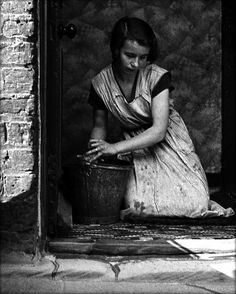 Housewife, Bethnal Green 1937 Bill Brandt #photography #black and white
