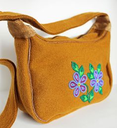 Medium Stroud Purse. $115 Available online at www.onlinestore.tlicho.ca Native Beadwork, Native American Beadwork, Beaded Purses, Beaded Bags, Native Wears, Beaded Moccasins, Beads Pictures, Beadwork Designs, Bead Sewing