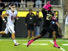 Defensive back Terrance Mitchell #27 of the Oregon Ducks runs back an interception for a touchdown during the fourth quarter of the game against Washington State