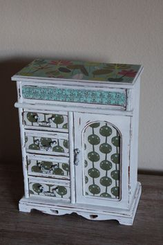 Refurbished Painted Aged White Vintage Jewelry Box. I had one so close to this!