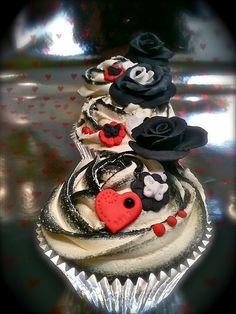 black tipped swirls by cakey, via Flickr