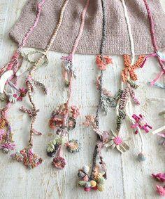 Little Treasures: L'incroyable crochet de Sophie Digard par joann Freeform Crochet, Crochet Shawl, Knit Crochet, Irish Crochet, Crochet Scarves, Crochet Clothes, Crocheted Scarf, Love Crochet, Crochet Flowers