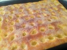 Butterkuchen An easy to bake yeast dough cake with a lot of butter, just a butter cake. Butter cake is warm from the oven or even dried up a poem. Pretzel Desserts, Cookie Desserts, Pork Recipes, Baking Recipes, Cake Recipes, Dessert Recipes, German Butter Cake, German Baking, Delicious Desserts