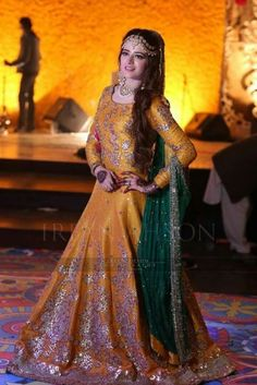 Latest Asian Bridal Wedding Gowns Designs collection consists of best Asian gown styles & designs for bridals by Indian & Pakistani designers! Pakistani Mehndi Dress, Pakistani Wedding Outfits, Bridal Mehndi Dresses, Pakistani Wedding Dresses, Pakistani Dress Design, Bridal Outfits, Bridal Lehenga, Dulhan Dress, Wedding Gowns
