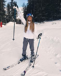 21 Super Cute Ski Outfits For Women Winter Fun, Winter Looks, Winter Snow, How To Have Style, Winter Instagram, Snow Pictures, Snow Outfit, Ski Season, Ski And Snowboard