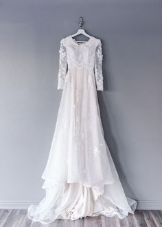 Victoria gown Transcendent collection by Elizabeth Cooper Design Boho Wedding Dress Backless, Modest Wedding Dresses With Sleeves, Muslim Wedding Dresses, Wedding Dress Organza, Western Wedding Dresses, Black Wedding Dresses, Princess Wedding Dresses, Bridal Gowns, Lace Wedding