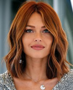 Outstanding Copper Blonde Bob Hairstyles for Your Distinctive Style Red Hair red bob hair Hair Color Auburn, Hair Color Highlights, Red Hair Color, Medium Auburn Hair, Short Auburn Hair, Auburn Blonde Hair, Hair Medium, Ombre Color, Brunette Hair