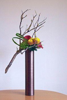 The Nordic Lotus Ikebana Contemporary Flower Arrangements, Creative Flower Arrangements, White Flower Arrangements, Ikebana Flower Arrangement, Ikebana Arrangements, Flower Show, Flower Art, Flower Vases, Cactus Flower