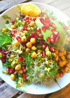 ~ Granatäpple, avocado, kikärtor, alfalfa, mungbönor, dill, citron, salladbladmix, olivolja ~