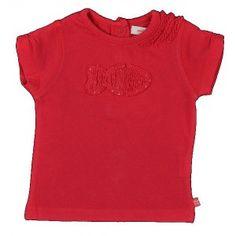 Fuchsia t-shirt van Weekend a la mer met voorraan een geborduurde vis en aan de linkerschouder drie fronsjes.