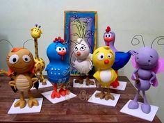 Olá pessoal! Temos lindas peças modelas em biscuit para locação em SP capital, da turma da galinha pintadinha. Entre em contato conosco que enviamos nossa tabela de preços.  Medidas variam de 22cm à 32cm.  Temos bolos cenográficos também e outros temas!