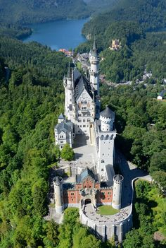 10 Romantic Places to Propose That Really Arent Castle Ruins, Castle House, Beautiful Castles, Beautiful Places, Places Around The World, Around The Worlds, Cathedral Architecture, Casas The Sims 4, Germany Castles