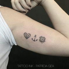 """Tatuagem feita por <a href=""""http://instagram.com/patriciagea"""">@patriciagea</a> <3"""