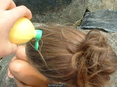 Come colorare i capelli in modo naturale Ecco una serie di rimedi naturali da provare per schiarire i capelli e altri da evitare. Dal limone al miele, passando per il burro di Karitè, piccoli escamotage per una testa a tutto riflesso  Leggi l'articolo qui: http://www.stilenaturale.com/news/1598/Come_colorare_i_capelli_in_modo_naturale.html