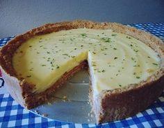 Essa receita de torta de limão é bem fácil. Usaremos biscoitos (bolachas) triturados para formar a base e mousse para a cobertura. Muito simples. Massa: 2