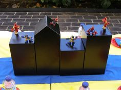 boxes & superhero figurines (attach to avoid loss) Superhero Theme Party, Superhero Room, Batman Party, Birthday Party Themes, Kids Party Centerpieces, Superhero Centerpiece, Kids Party Decorations, Party Ideas, Villains Party