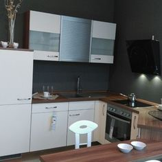 I CO IP 3700, Kunststoff Magnolienweiss, H0127Fein aber Klein! Moderne Einbauküche für kleine Räume und für den kleinen Geldbeutel incl. Geräteausstattung:   Einbauherd: Zanussi ZOU30601XK Kochfeld: Zanussi ZEV6046XBA Kühlschrank: BEKO BSS12300  Geschirrspüler: Zanussi ZDT12011FA Kopffreihaube: Elica MINI OM , Glas Schwarz