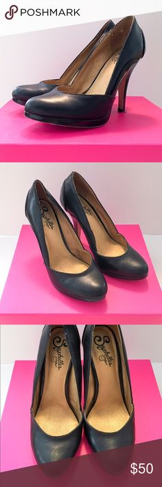Black Leather Seychelles Pumps Black leather pumps by Seychelles. These shoes are moderately worn but are in great condition. They have more padding on the sole than most pumps do so they are comfortable to wear all night. Size 7.5 Seychelles Shoes Heels