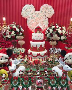 Muito apaixonada pelo resultado desse projeto! Natal da Minnie para Maria Fernanda @doce_alegria ... Mickeys Christmas Party, Disney Christmas Crafts, Minnie Mouse Christmas, Christmas Birthday, Christmas Themes, 2nd Birthday, Christmas Decorations, Holiday Decor, Natal Do Mickey Mouse