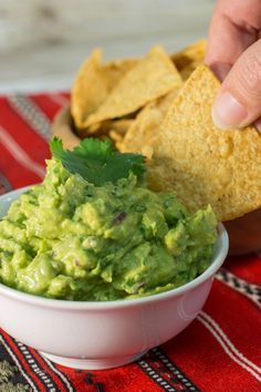 Chipotle Guacamole Copycat | This recipe from Chipotle is the essential copycat guacamole recipe you have to have!