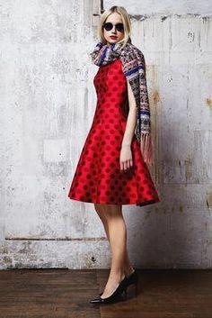 Talbot Runhof Fall 2014 Ready-to-Wear Fashion Show Bandanas, Holiday Fashion, Autumn Fashion, Holiday Style, Dots Fashion, Fashion Design, Red Fashion, Womens Fashion, Trend Forecast 2018