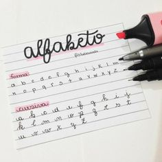Bullet Journal Lettering Ideas, Journal Fonts, Bullet Journal Notes, Bullet Journal Aesthetic, Bullet Journal Writing, Bullet Journal School, Pretty Handwriting, Handwriting Alphabet, Hand Lettering Alphabet