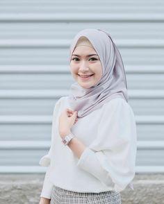 @saritiw Casual Hijab Outfit, Ootd Hijab, Hijab Chic, Casual Outfits, Muslim Fashion, Hijab Fashion, Hijab Tutorial, Bikini, My Style