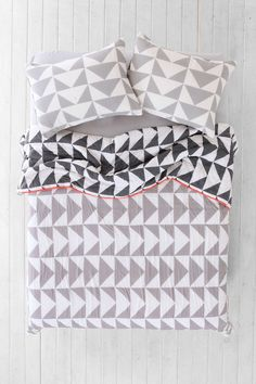Assembly Home Stacked Triangle Quilt - Urban Outfitters