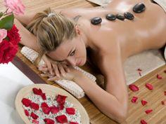 HOT STONE MASSAGE - massaggio con pietre calde trattamento straordinariamente distensivo, detossinante e drenante. La gradevole efficacia del massaggio con pietre calde di origine vulcanica, dona tono, elasticità ed un profondo benessere. Con oli essenziali di limone, arancio amaro e pompelmo. Prenotando dal 19 gennaio al 31 gennaio potrai usufruire dello sconto del 30% chiamaci allo 091453150